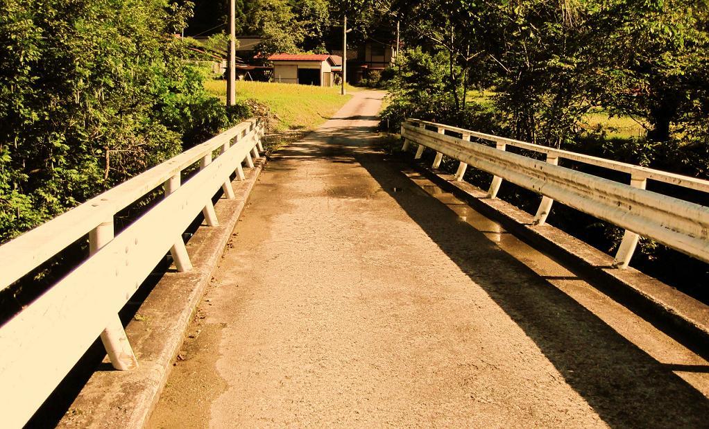 名前もない橋