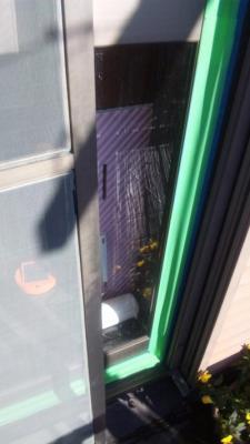 近隣からのタバコの被害防止のため窓の隙間を塞いでみた