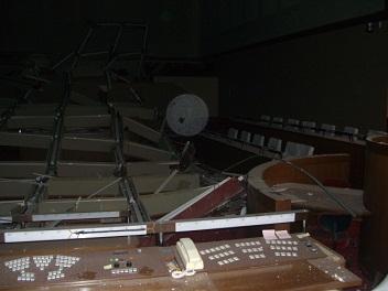 110314市役所議場の被災状況 005