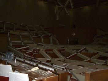 110314市役所議場の被災状況 001