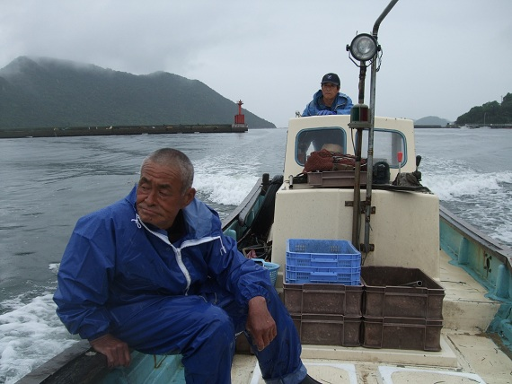 お昼過ぎに着いて、早速船に乗り込みます