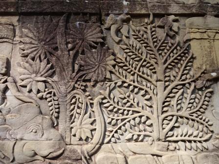 壁画の巨木