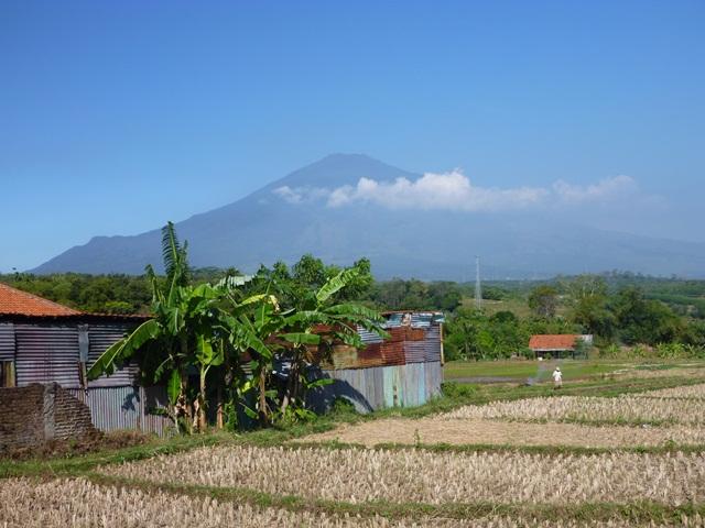 チレメイ山遠景