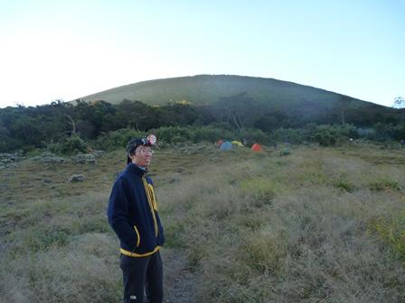 テント場から見るグデ山