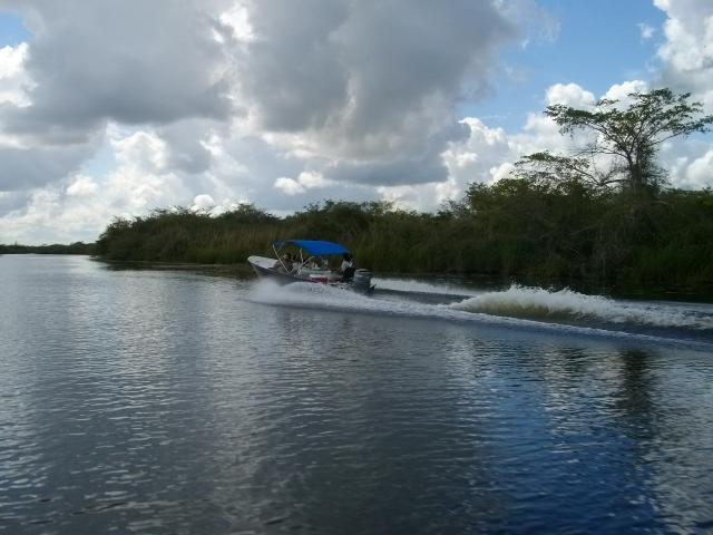 ボートツアー
