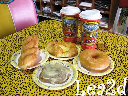 2008年1月 店内の様子とお店のドーナツ