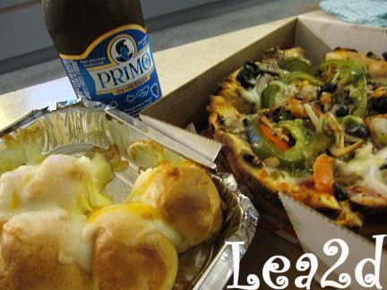 2009年8月 BIG KAHUNA'S(ビッグ・カフナズ)のベジタリアンピザ & ガーリックチーズボール