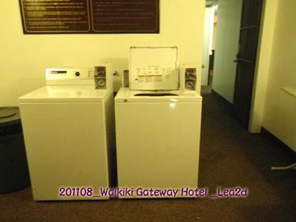 2011年8月 ワイキキゲートウェイホテルのランドリールーム(洗濯機&乾燥機)