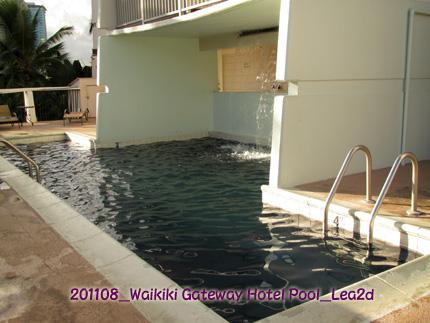2011年8月 ワイキキゲートウェイホテルのプール