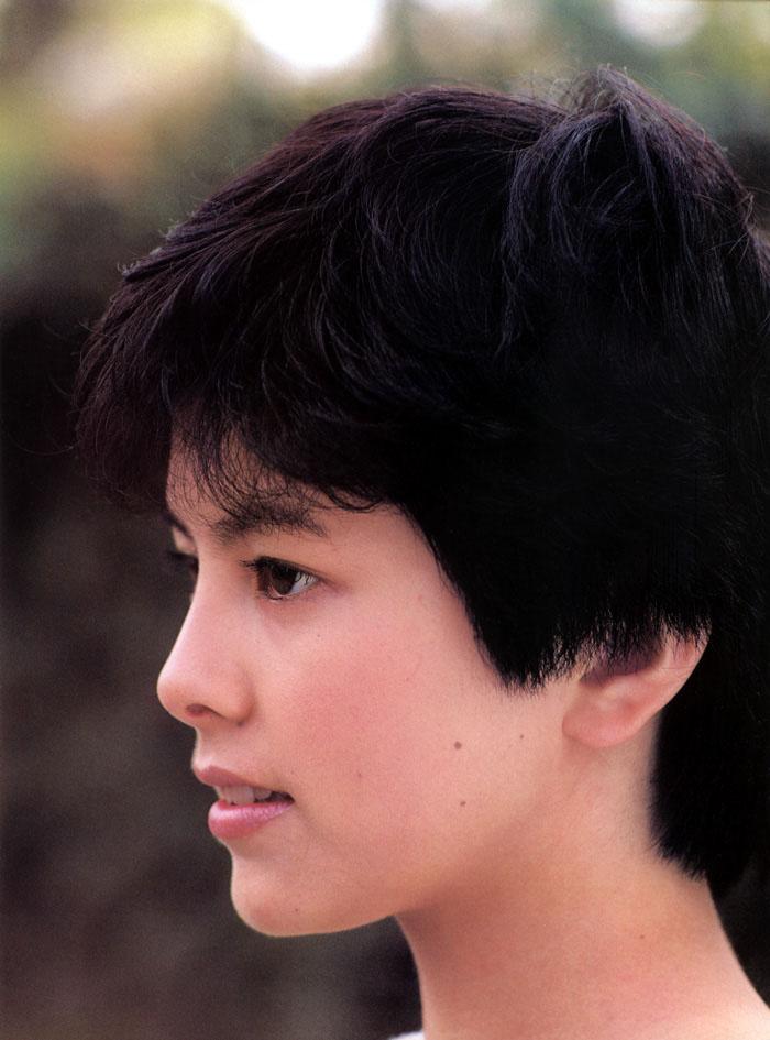 ショートヘアで横向きの若い頃の沢口靖子