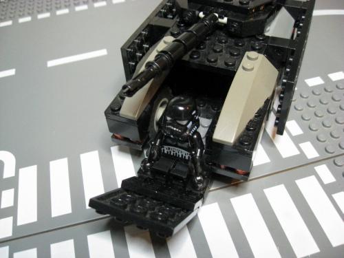 ヘリ+装輪戦車 004