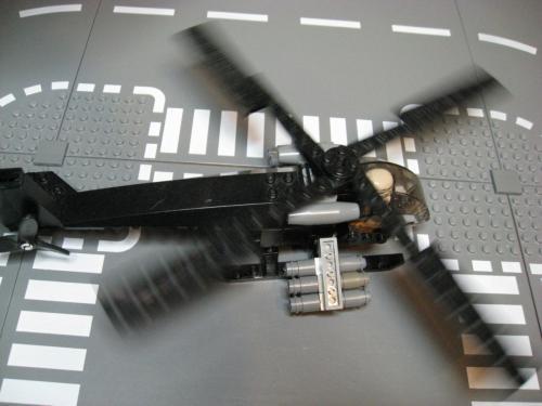 ヘリ+装輪戦車 014