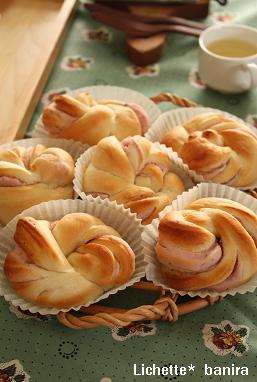 桜ロールパン