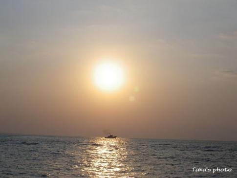 綺麗な浜名湖沖の朝日