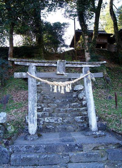 250112 柱立神社2