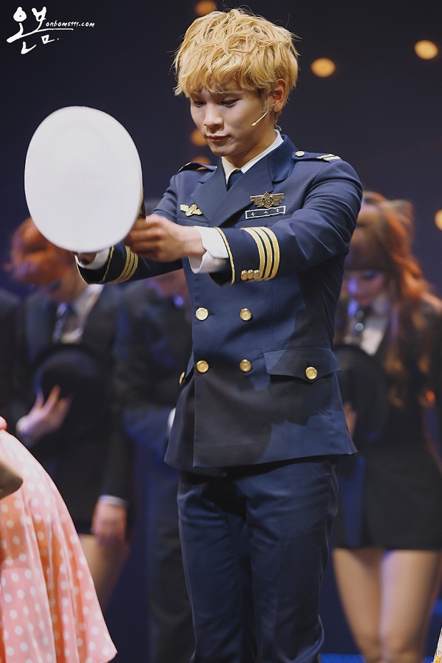 130125 Catch Me If You Can Musical PM8 - 7-6