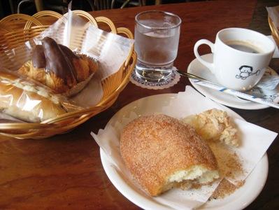伊東パンとアメリカンコーヒー