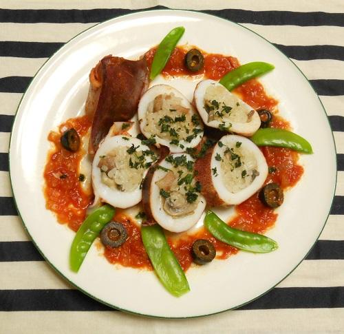 イカのチキンライス詰め 白ワインとトマトソース煮14