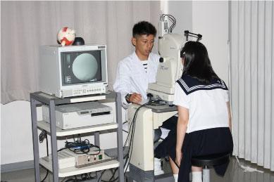 【視能訓練士科】眼底カメラの体験