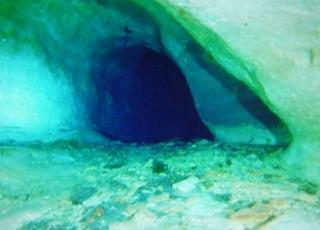 洞窟内の広い所