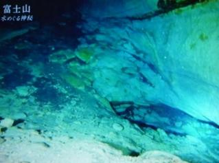 洞窟内は美しい