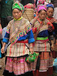 200px-ミャオ族Hmong_women_at_Coc_Ly_market,_Sapa,_Vietnam