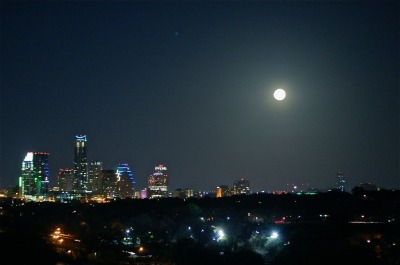a-Moon-Over-Downtown-Austin-Texas-06-600x398.jpg