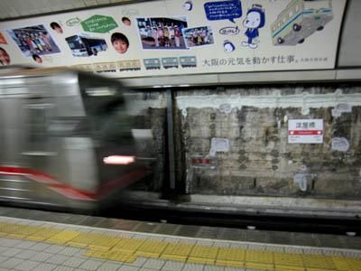 淀屋橋駅ホーム01