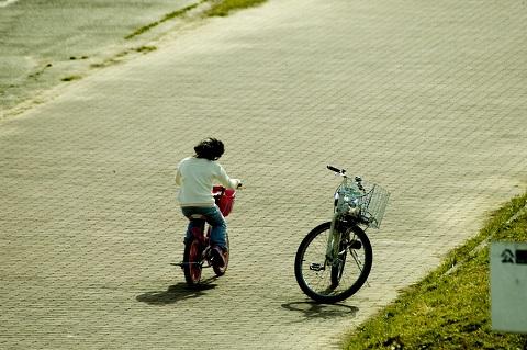 130521 自転車と子供