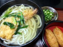 天ぷらがウリのお店だけあって海老がおおきいぞ