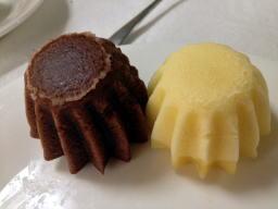 バニラとココア、きめが細かくて蒸しケーキには見えません