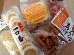 こんなにお菓子買って、誰が食べるのか(~_~;)