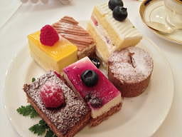 デザートは別腹でしょう、この後もうひと皿お代わりとゼリーも2つ、珈琲もお代わりしてしまいました