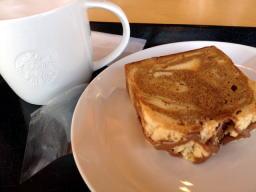お店で飲むとホットはマグカップに入れてくれます、簡易カップより美味しく感じます