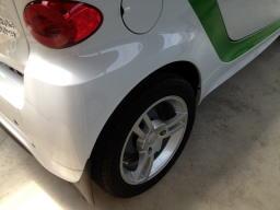 車よりずっと早くから購入してあったホイール、何気にディーラーのシールも剥がしてありました。車のカラーと合わないんだよね~