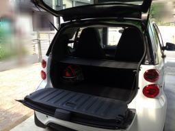 座席の後ろに荷物スペースが少しだけあります