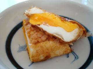 半月卵のおかかソース