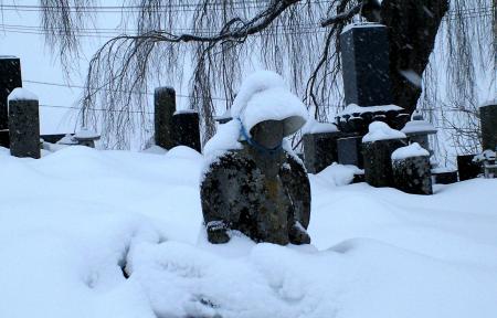 雪に埋まったお地蔵さん(25.1.26)