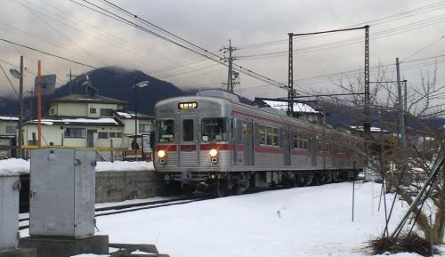 上条駅に各駅停車(25.2.2)
