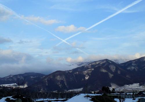 X字の飛行機雲(25.2.7)