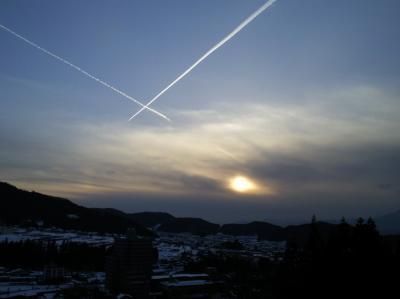 X字の飛行機雲(25.2.12)