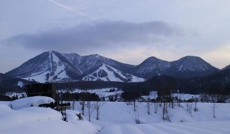 木島平村から見た高社山(25.2.14)