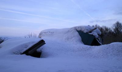 雪につぶされた家屋(25.2.14)