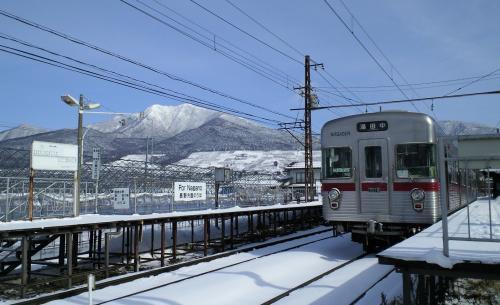 交換待ちの普通列車湯田中行き(25.2.17)