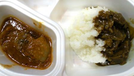 試食のシカ肉のハンバーグとカレー(25.2.27)
