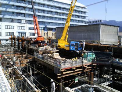 進む再構築工事(25.3.21)