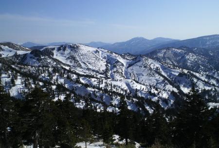 志賀高原の山々はまだ冬(25.4.25)