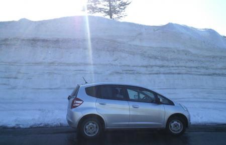 駐車場の雪の壁(25.4.25)
