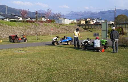 乗用草刈り機5台集結(25.5.5)