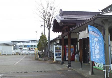 飯山駅の向こうに新幹線新駅(25.3.28)